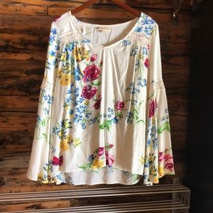 NWOT ModCloth Bell-Sleeve Floral & Lace Top